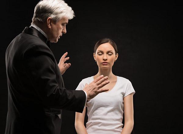 Гипнотерапия является самым быстрым методом коррекции страха одиночества